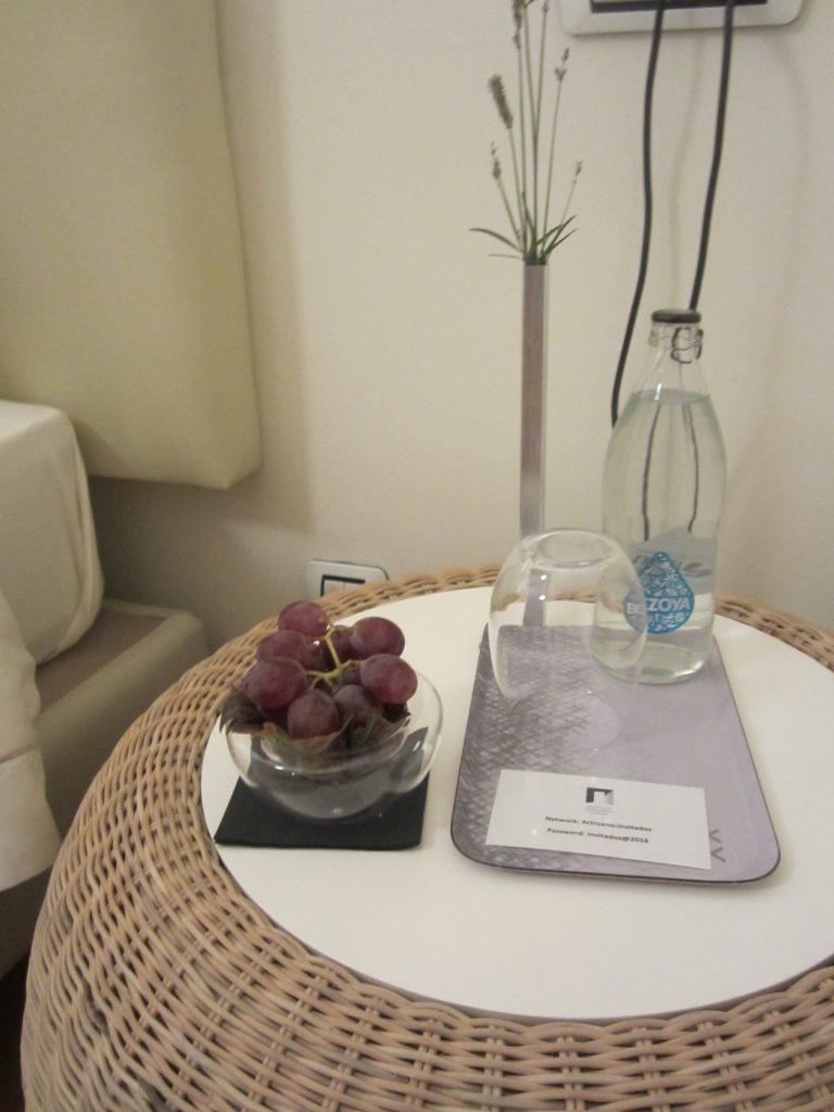 Un ramo de uvas, el regalo de bienvenida en la Casona