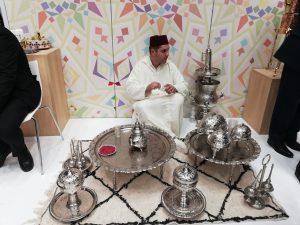 Exposición de teteras marroquíes