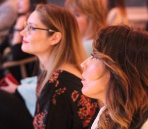 Dos de las tres ponentes en Mujeres Comunicando