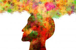 Cabeza con colores como pensamientos