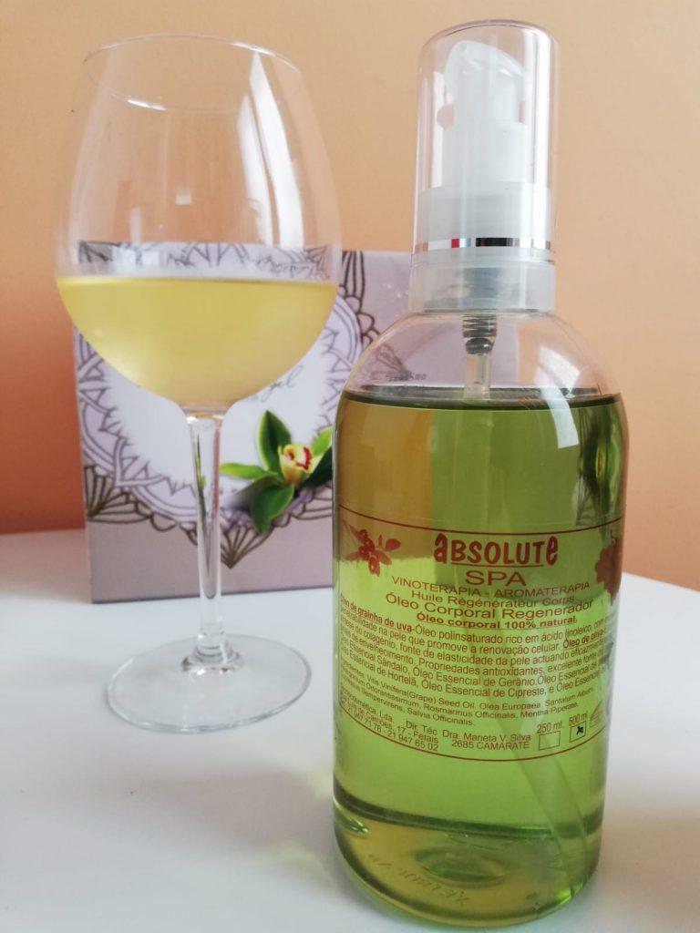 Aceite de semillas de uva y copa de vino