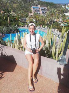 Chica en la piscina de la Hacienda San JOrge
